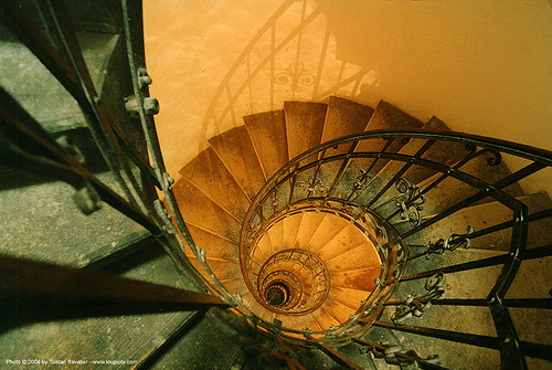 18425014-spiral-stairs